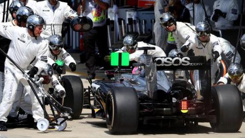McLaren pit-stop