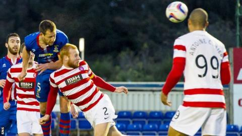 Gary Warren rises above the Accies defence to score