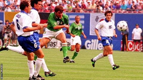 Ray Houghton scores against Italy