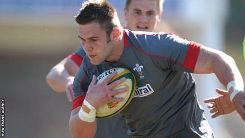 Dan Lydiate in Wales training