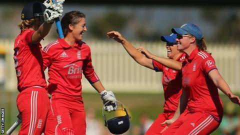 England celebrate their last triumph over Australia