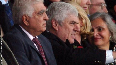 Sam Hammam (left) was replaced by Peter Ridsdale as Cardiff City chairman in 2006