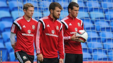 Aaron Ramsey (centre), flanked by Simon Church and Gareth Bale during Wales training, has suffered from injury this season