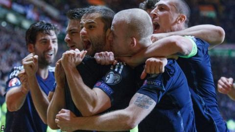 Scotland celebrate Shaun Maloney's goal