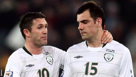 Robbie Keane and Darron Gibson of the Republic of Ireland