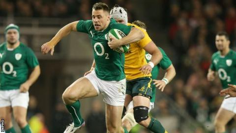 Tommy Bowe accelerates away from James Horwill