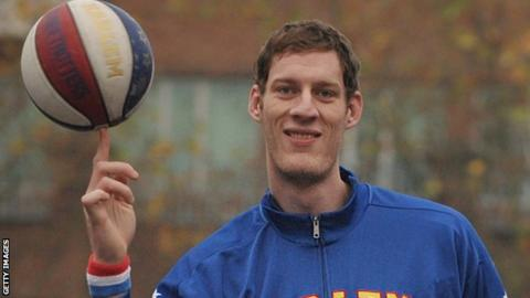 World 39 s tallest basketballer 7ft 7in paul sturgess - British basketball league table ...