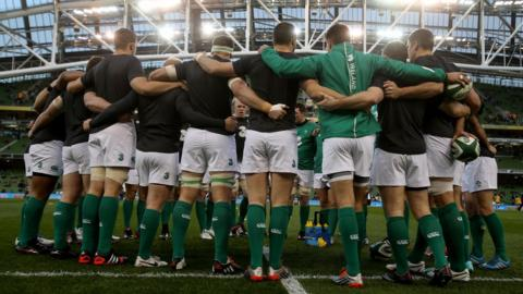 Irish skipper Paul O'Connell addresses his players prior to the kick-off in Dublin