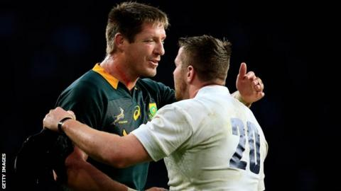 Bakkies Botha and Ben Morgan embrace after South Africa's 31-28 win over England
