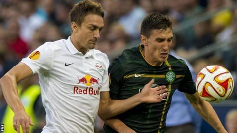 Salzburg's Stefan Ilsanker challenges Celtic striker Stefan Scepovic