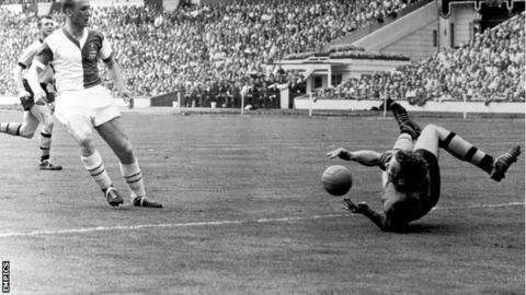 Malcolm Finlayson kept a clean sheet at Wembley in Wolves' last FA Cup final victory - against Blackburn in 1960