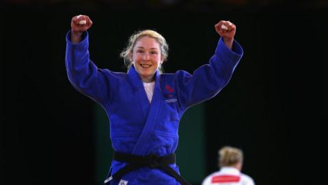 Northern Ireland's Lisa Kearney won a bronze medal in the -52kg women's judo category in Glasgow by beating Canadian Audree Francis-Methot.