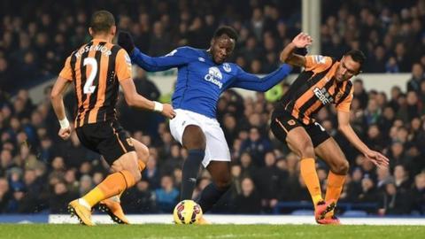 Everton's Romelu Lukaku (centre)
