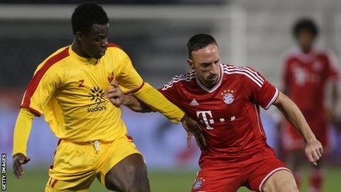 Bazziro Bamba of Al Merreikh (left) challenges Bayern Munich's Franck Ribery