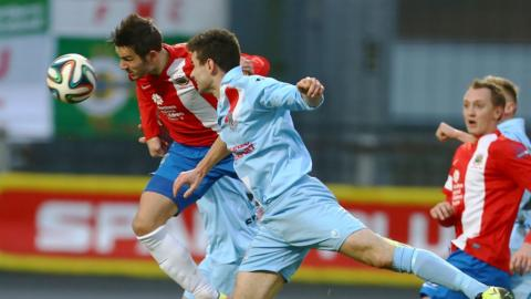 Linfield held off the challenge of Ballymena United to win 3-2 at the Showgrounds and move into second place