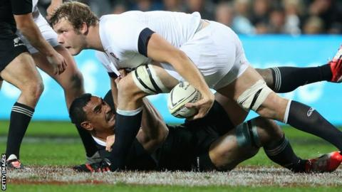 Joe Launchbury tries to power past the grounded Jerome Kaino