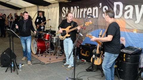 Ten Bob Sliders play at St Mirren's fan zone