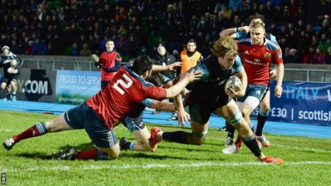 Jonny Gray scores a try for Glasgow Warriors against Munster