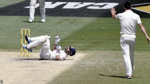 India batsman Virat Kohli struck by paceman Mitchell Johnson