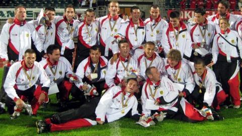 Jersey celebrate gold in Aland in 2009