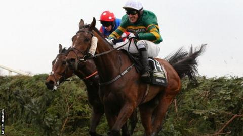 Double Seven (green and gold silks) in the Grand National at Aintree