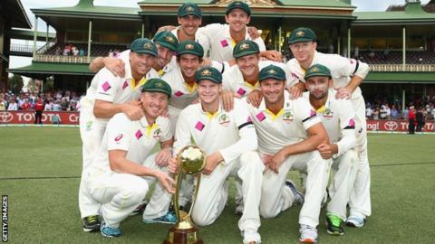 Australia pose with the Border-Gavaskar trophy