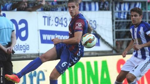 Raul Albentosa (left) in action for Eibar