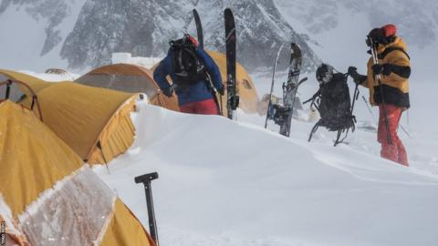 Weather conditions can change rapidly and the expedition wake up to find an overnight snow storm has all-but buried their tents