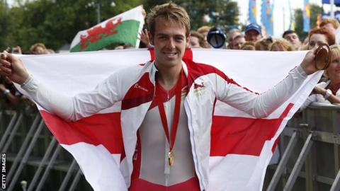 Alex Dowsett with time trial gold medal at the 2014 Commonwealth Games
