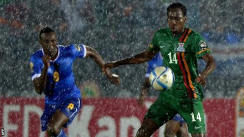 Cape Verde midfielder Toni Varela (left) challenges Zambia midfielder Kondwani Mtonga