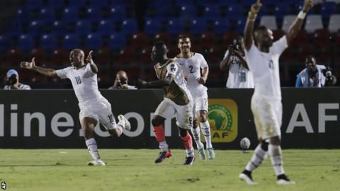 Andre Ayew (left) celebrates