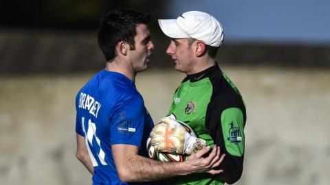 Eoin Bradley and Jonathan Parr come face to face during Glenavon's 2-2 draw with Warrenpoint Town