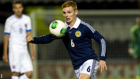 Fraser Fyvie playing for Scotland Under-21s
