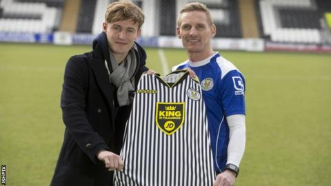 Kieran Sadlier with St Mirren manager Gary Teale