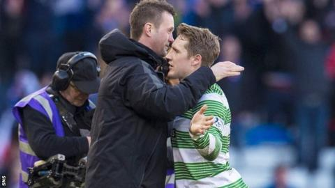 Celtic manager Ronny Deila embraces Kris Commons after the win against Rangers