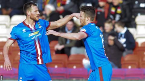 Inverness CT's Marley Watkins (right) celebrates his goal with team-mate Gary Warren