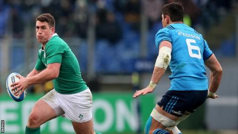 Ian Keatley attempts to burst away from Alessandro Zanni in Saturday's game in the Stadio Olimpico