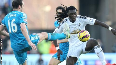 Bafetimbi Gomis in action for Swansea against Sunderland