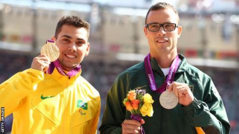 Alan Fonteles Oliveira and Oscar Pistorius