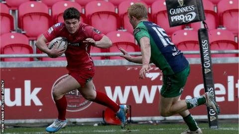 Harry Robinson scores Scarlets' second try