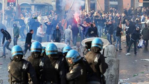 Feyenoord fans, Italian riot police