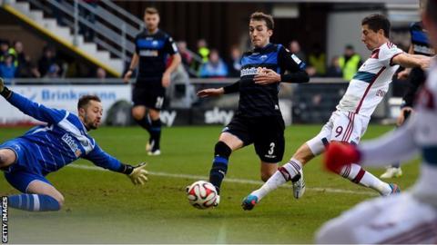 Bayern Munich striker Robert Lewandowski scores against SC Paderborn