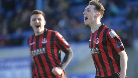 Crusaders winger Gavin Whyte bagged a hat-trick as the leaders thumped Glenavon 7-3 to move six points clear at the top