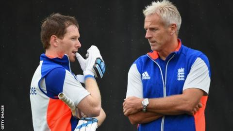 England captain Eoin Morgan talks to coach Peter Moores