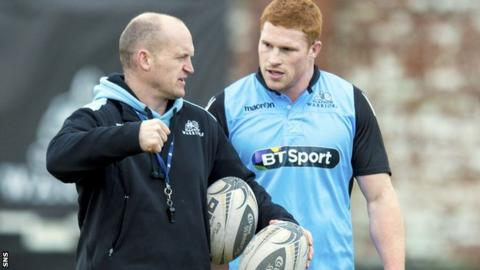 Glasgow coach Gregor Townsend chats to Connor Braid