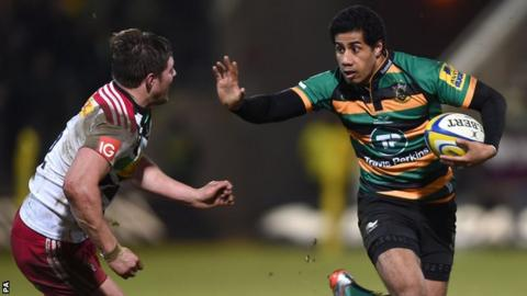 Ken Pisi hands off Harry Sloan