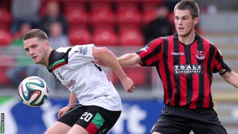 Glentoran and Crusaders will travel from Belfast to Lurgan for their semi-final