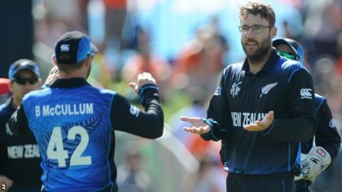 New Zealand captain Brendon McCullum congratulates Daniel Vettori