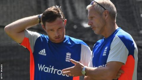 Peter Moores chats to Ian Bell during an England training session