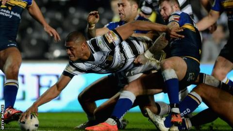 Leon Pryce scores against Leeds Rhinos